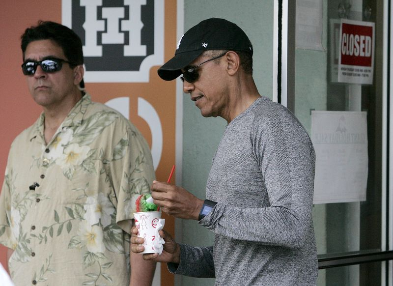 Obama daughters join Dad on annual  shave ice  outing 36d4d9f28b74
