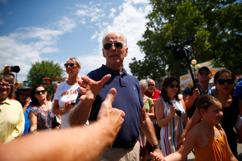Fair Parade 2020.Parade Of Democratic 2020 Hopefuls Push For Momentum In Iowa